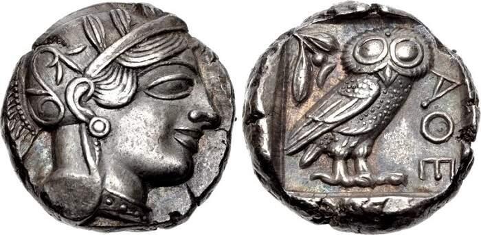 Tetradracma da deusa Atena cunhado no período clássico grego.