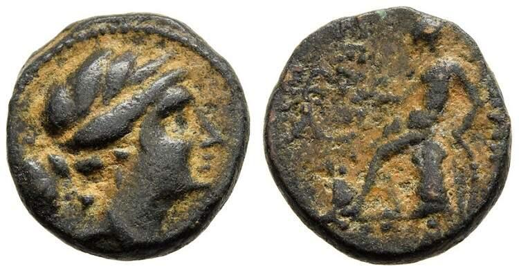 Moeda grega antiga com a deusa Ártemis no anverso e Apolo no reverso.